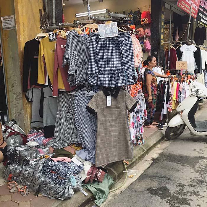 Một góc chợ đầu mối quần áo thời trang Ninh Hiệp