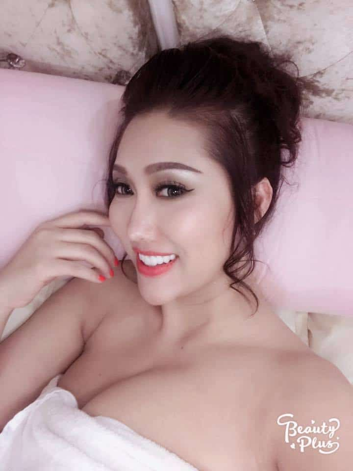 Phi Thanh Vân thích khoe ngực