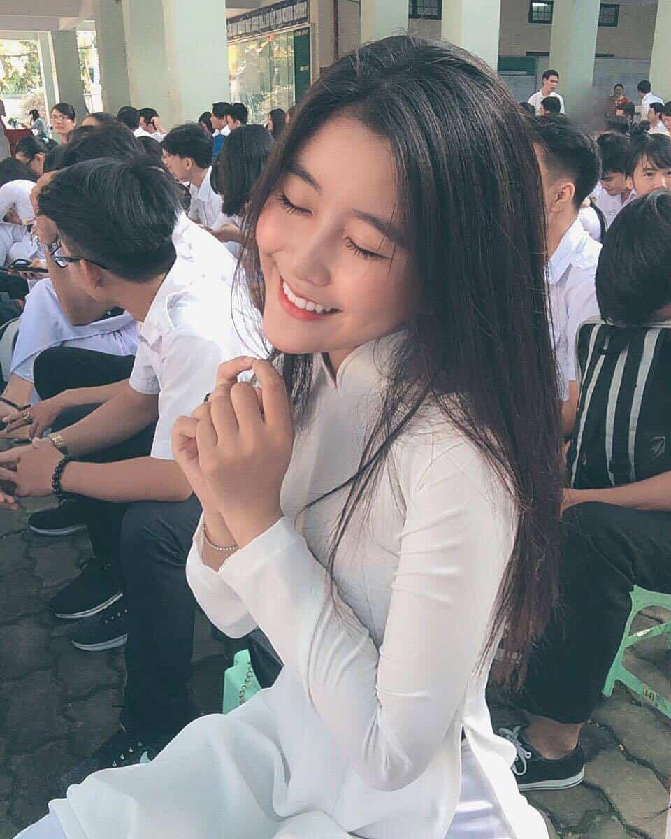 Vẻ đẹp của cô nữ sinh 10X khi mặc áo dài trắng